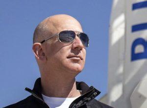 अमेझॉन चे मालक Jeff Bezos जगातील सर्वात श्रीमंत व्यक्ती, बिल गेट्स ना टाकले मागे