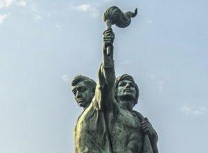 संयुक्त महाराष्ट्र चळवळ: १०७ हुतात्मे झाल्यानंतर १ मे ला सरकारने संयुक्त महाराष्ट्र ची घोषणा केली